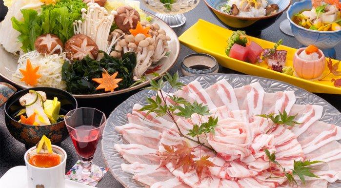 冬は鹿児島の代名詞「黒豚しゃぶしゃぶ」が人気。