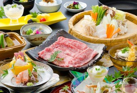鹿児島の代名詞「黒毛和牛のすき焼き」も大人気。
