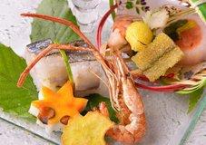 新鮮な海の幸を使った料理も大好評