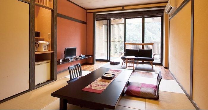 10畳の和室タイプと和洋室+5畳和室の2種類のお部屋がございます。