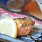 【朝食】ひとつひとつをにこだわる朝餉の一品。旬の魚を丁寧に焼き上げる。
