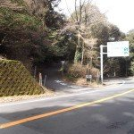 【霧島東神社】 入り口(霧島神宮方面から向かって)表示手前を左折してしばらく山道を進んで下さい。