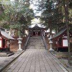 【霧島東神社】 本殿へ